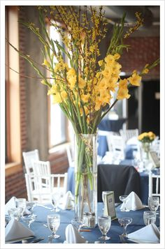 tall centerpieces gladiolus and forcinthia branches.yellow - add some blue calla lilies or irises Gladiolus Centerpiece, Gladiolus Arrangements, Floral Arrangements, Tall Wedding Centerpieces, Diy Centerpieces, Tall Centerpiece, Centrepieces, Table Flowers, Flower Vases