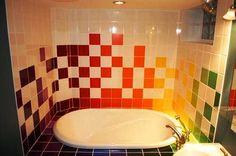 Carrelage design autour de la baignoire