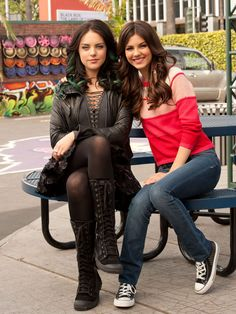 Liz Gillies and Victoria Justice behind the scenes Victorious