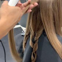 Ghd platinum white hair straightener with 3 year warranty Curtain Bangs Ghd Hair Platinum straightener warranty White year Hair Curling Tips, Curl Hair With Straightener, Easy Curls, Soft Curls, Curly Hair Styles, Curls For Long Hair, Long Curled Hair, Short Hair, Long Hairstyles