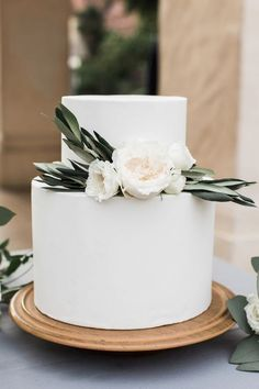 Simple wedding cakes adorned with greenery cake flowers. Simple wedding cakes adorned with greenery cake flowers. Simple Elegant Wedding, Elegant Wedding Cakes, Simple Weddings, Rustic Wedding, Wedding Cake Simple, Simple Elegant Cakes, Simple Cakes, Sophisticated Wedding, Wedding Cake Designs