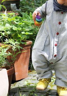 Schnittmuster für einen Baby Strampler mit Knopfleiste / sewing pattern for a baby romper made by Elsbeth und ich via DaWanda.com