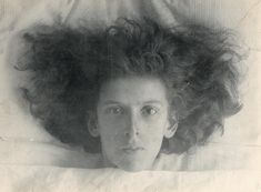 Looking at the work of Claude Cahun, a photographer and performer active in the one could easily think her surrealist works were produced today. Max Ernst, Marcel, Foto Face, Wellcome Collection, Cindy Sherman, Diane Arbus, Visual Aesthetics, Muse Art, Portraits