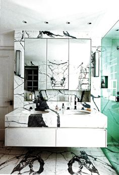 Large bold contrasting marble pattern makes a dramatic statement in this bathroom.
