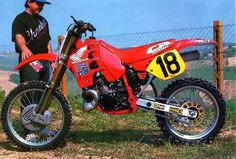 Jeff Leisk Honda HRC CR 500 R 1989 Yamaha Motocross, Motocross Racing, Racing Motorcycles, Honda Dirt Bike, Honda Bikes, Motorcycle Bike, Vintage Bikes, Vintage Motorcycles, Mx Bikes