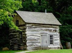 Darling tiny cabin hidden in the woods.picture a red geranium by the door! Old Cabins, Cabins And Cottages, Cabins In The Woods, Rustic Cabins, Rustic Houses, Small Cabins, Log Cabin Living, Log Cabin Homes, Little Cabin