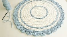 Newest Free of Charge Wall Hangings fio de malha Tips If you would like add meaning to the wall space of your abode, you can try available the right the item hangin. Crochet Rug Patterns, Crochet Stitches, Yarn Wall Hanging, Wall Hangings, Crochet Videos, Deco Table, Round Rugs, Crochet Home, Learn To Crochet