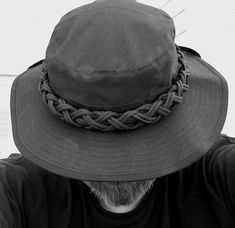 Stormdrane's Blog: Two bight turks head knot paracord hat band...