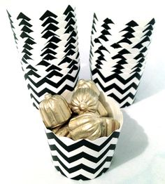 Black and White Chevron Paper Baking Cups