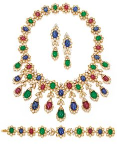 Sothebys - SUITE OF 18 KARAT GOLD, DIAMOND AND COLORED STONE JEWELRY