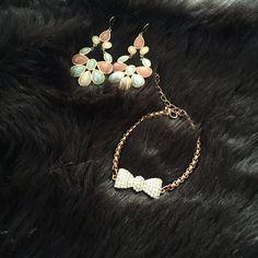 Bow Bracelet Very pretty Bow Bracelet Jewelry Bracelets
