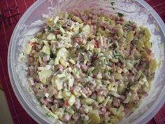 Sechs-Salat - Rezept mit Bild The perfect six-salad recipe with a picture and simple step-by-step instructions: Cut all the ingredients into small pieces. Crockpot Dessert Recipes, Fruit Recipes, Potato Recipes, Salad Recipes, Healthy Potatoes, Brunch, Salad Dressing Recipes, Meatball Recipes, Detox Recipes