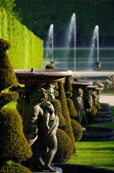Versailles. Palace gardens