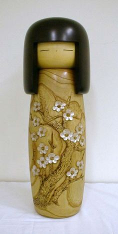 Let's look at kokeshi   What to Do at Usaburo Kokeshi?   Usaburo Kokeshi is a sosaku kokeshi (a new type of kokeshi (wooden doll), which is created in Japan).