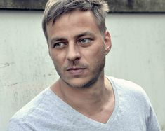 Thomas Wlaschiha is a German actor and voice actor. Tom Wlaschiha, Character Bank, Voice Actor, Female Images, Role Models, Character Inspiration, Beautiful People, Athlete, Toms