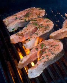 Cuisine maison, d'autrefois, comme grand-mère: Saumon mariné au vin blanc et fines herbes, grillé au barbecue ou à la plancha