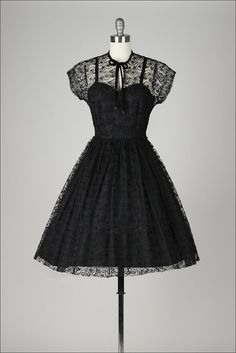 vintage 1950s dress . black swirl lace . por millstreetvintage