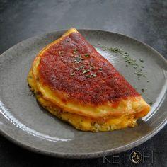 Recept: Keto Goudkorstige Kaasomelet met cheddar Omelet, Cheddar, Grill Pan, Quiche, Grilling, Breakfast, Cake, Food, Drinks