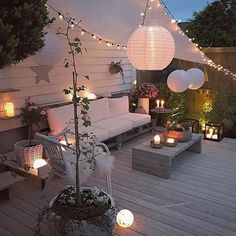 We love being outdoors but the weather doesn't always make it the easiest! Absolutely love this beautiful ensemble of textures and light which offers some shelter from the elements too  Inspiration from @futurenordichome and @kaginteriorogkunst #outdoorliving #hygge #fairylights #lighting #instadecor