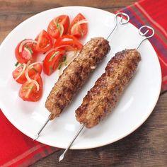Chilli kebab špízy Sausage, Treats, Cookies, Food, Red Peppers, Sweet Like Candy, Crack Crackers, Goodies, Sausages