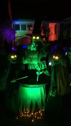 Pay a visit to our online Holiday Decorations Department for all you need to decorate your house for Halloween. Halloween Lawn, Halloween Haunted Houses, Halloween Birthday, Halloween Party Decor, Holidays Halloween, Halloween Crafts, Halloween Lighting, Halloween Prop, Outdoor Halloween Lights