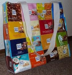 This craft idea is not suitable for you if you are on a diet . This craft idea is not suitable for you if you are on a diet – because you need 44 Ritter Sport packaging! Tetra Pack, Recycled Plastic Bags, Ritter Sport, Candy Gifts, Upcycled Crafts, Diy Crafts For Kids, Fabric Crafts, Sewing Projects, Creations