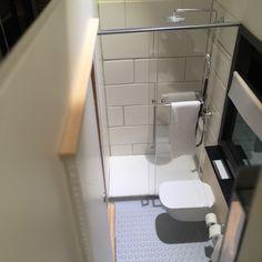 1:12 modern miniature houses: Tiny bathroom