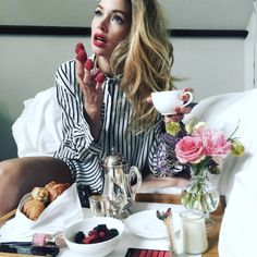 Doutzen Kroes enjoying breakfast before the 2016 Met Gala.