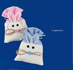 Rustic favors with funny Bunny pouch Baptism party favors CONTAIN : pouch color options tulle * Not filled ♥ DESCRIPTION Quantity options available Size 4.3 x 6.3 / 11x16 cm High quality canvas sack Handmade in GREECE For bigger quantity: