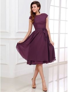 A-Line/Princess Scoop Neck Knee-Length Chiffon Bridesmaid Dress With Bow(s) - JJsHouse Formal Dresses With Sleeves, Knee Length Dresses, Trendy Dresses, Modest Dresses, Short Dresses, Simple Dresses, Discount Bridesmaid Dresses, Bridesmaid Dresses With Sleeves, Robes D'occasion