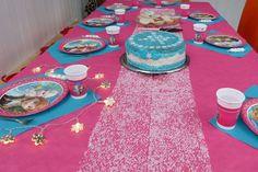 Die Eiskönigin – Die Rettung von Elsa und Arendelle Frozen Birthday Party, Happy Birthday, Anna Und Elsa, Picnic Blanket, Outdoor Blanket, Kids Rugs, Table Decorations, Cake, Desserts