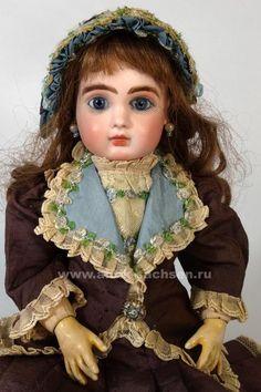 "Jules Nicholas Steiner A Rare French antique doll Le Parisien made ca. 1892-1895 by Jules Nicholas Steiner. The doll stands 36 cm (14"") tall. Редкая французская антикварная кукла, выпущена на парижской фабрике Jules Nicholas Steiner. Размер куклы 36 см. Кукла выпущена примерно в 1892-1895 годы. Модель Le Parisien выпускалась с 1892 года.  #antiquedoll #antiquedolls #antiquelover #antiquedollshop #antique #antiquities #dollcollection #антикварнаякукла #poupee #oldtoys #фарфороваякукла #кукла"