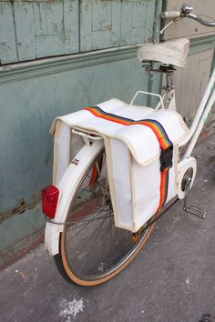 rainbow sack- sacoches arc-en-ciel. $45.50, via Etsy.