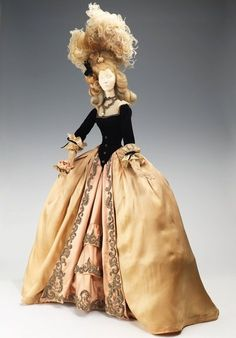 18th century (according to the previous pinner). I don't know- this looks early in the period if so; it still has that drooping bodice look of the 17th. A lovely ensemble nonetheless!