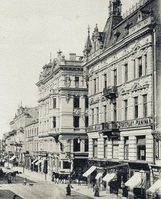 Warsaw Nowy Świat (New World) Street. First tenement house of Artur Spitzbarth, next Foksal Street and big Branicki tenetment house World Street, Jewish History, Eastern Europe, Old Town, Old Photos, Buildings, Funny Pictures, Old Things, Lost