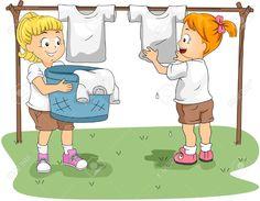Los niños,después de lavar la ropa,las toman de la cesta y las cuelgan en el jàrdin.
