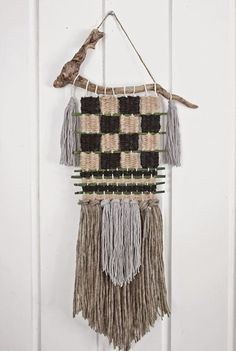 an-magritt: Et stykke kunst av ull og drivved Weaving Projects, Art Projects, Hobbies And Crafts, Arts And Crafts, Textiles, Woven Wall Hanging, Tapestry Weaving, Rustic Industrial, Woven Fabric