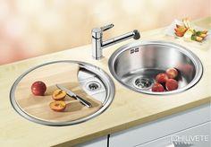 Lucru confortabil si in cele mai mici bucatarii Kitchen Mixer, Kitchen Taps, O Pop, Corner Sink, Sink Accessories, Sparkling Clean, Kitchen Stories, Dishwasher Detergent, Ceramic Sink