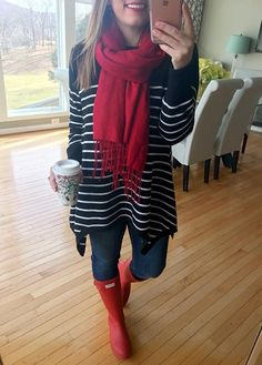 Red Hunter Boots, Red Rain Boots, Hunter Boots Socks, Boot Socks, Tall Boots, Oufits Casual, Casual Outfits, Boot Outfits, Cute Outfits