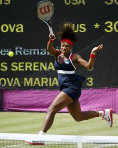 Serena Williams of the U.S. returns to Russia's Maria Sharapova in their women's singles gold medal match at the All England Lawn Tennis Club during the London 2012 Olympic Games August 4, 2012. REUTERS/Mike Blake