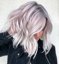 ideas hair color balayage ash guy tang The most beautiful hair ideas, the most trend hairs Pearl Blonde, White Blonde, Pearl Hair, New Hair Colors, Cool Hair Color, Hair Color Balayage, Blonde Balayage, Blonde Grise, Lilac Hair