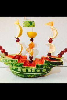 Com - Fruit Art - FingerFood İdeen Cute Snacks, Snacks Für Party, Cute Food, Fruit Decorations, Food Decoration, Kreative Snacks, Food Garnishes, Garnishing, Organic Snacks