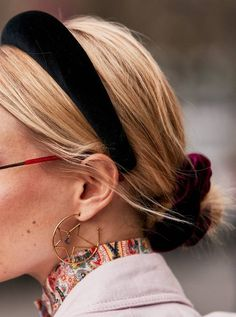9 Street Style Trends That Will Impact How You Dress This Year - Hair - Hair Accessories Pin Up Hair, Hair Pins, My Hair, Street Style Trends, Headband Hairstyles, Easy Hairstyles, New Hair Trends, Beige Outfit, Twist Headband