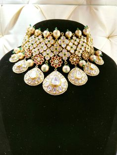bridal jewelry for the radiant bride Indian Jewellery Online, Indian Jewellery Design, India Jewelry, Jewellery Designs, Ethnic Jewelry, Indian Wedding Jewelry, Bridal Jewellery, Indian Bridal, Cocktail Jewellery