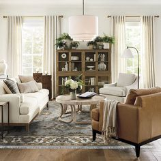 Southern Living Rooms, Cottage Living Rooms, Home Living Room, Living Room Furniture, Living Room Designs, Living Room Decor Traditional, Traditional House, Modern Traditional Decor, Living Room Inspiration