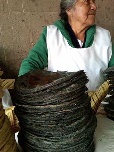 blue corn tortillas and maker (bet she's got blue hands!) | Tortillas de maíz azul, hechas a mano