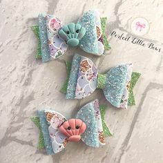 These mermaid hair bows are the perfect gift for girls. These hair bows for girls have been made handmade by myself and you can choose from either a pink clam shell, blue clam shell or have your hair bow without one. Each hair bow has been made with a multi coloured mermaid scallop