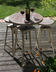 Café style bistro stool Antique White - used outside (temporarily).