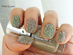 Green caviar nails pinnails.blogspot.com