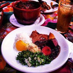 prato de feijoada do Traço de União (rua Cláudio Soares, 73, Pinheiros, SP, 11 3031-8065).     http://www.tracodeuniao.com.br